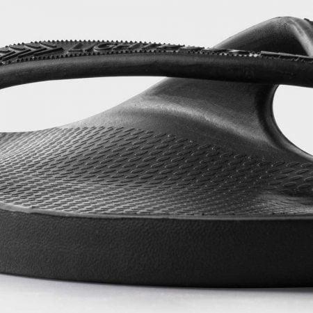 Lightfeet ReVIVE Thong in Black: detail